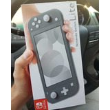 New Nintendo Switch Lite + Juegos + Estuche